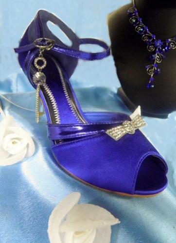 Chaussures a talons à pointes bleu pour la mariée