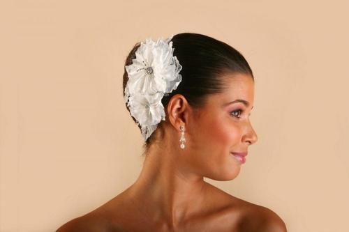 Headbands avec fleurs blanches pour la mariée