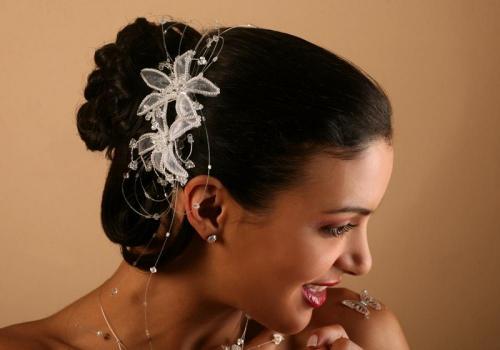 Headbands à fleurs et perles pour la mariée